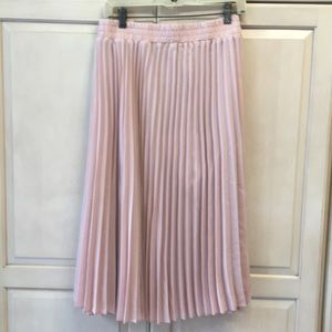 T Tahari Pleated Ladies light light-plush skirt